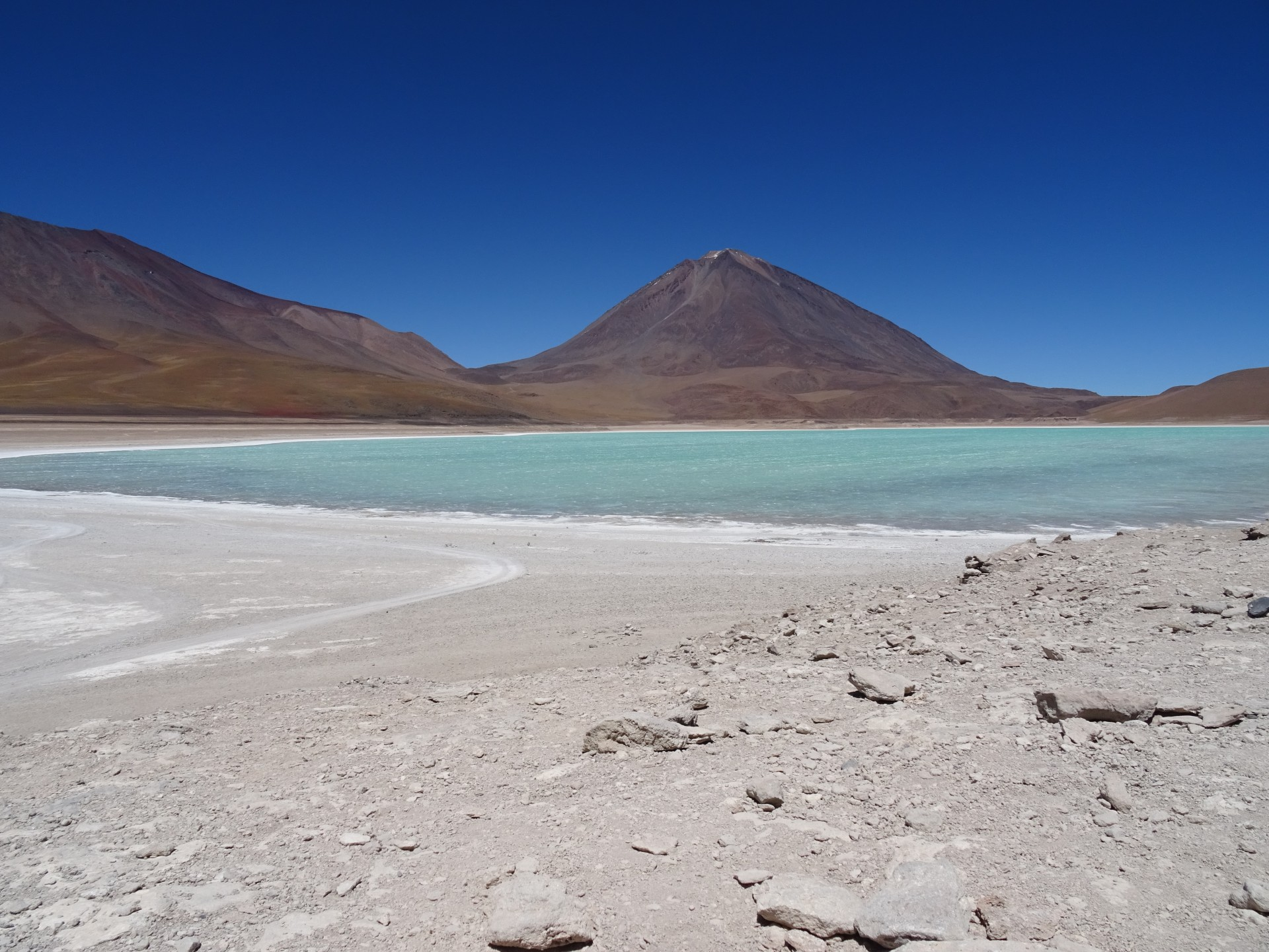 Laguna Verde. Miguel and Esteban not in sight.