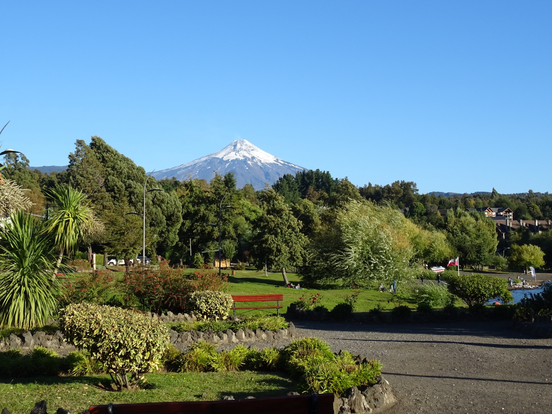 Volcán Villarrica. Looks all innocent from here.
