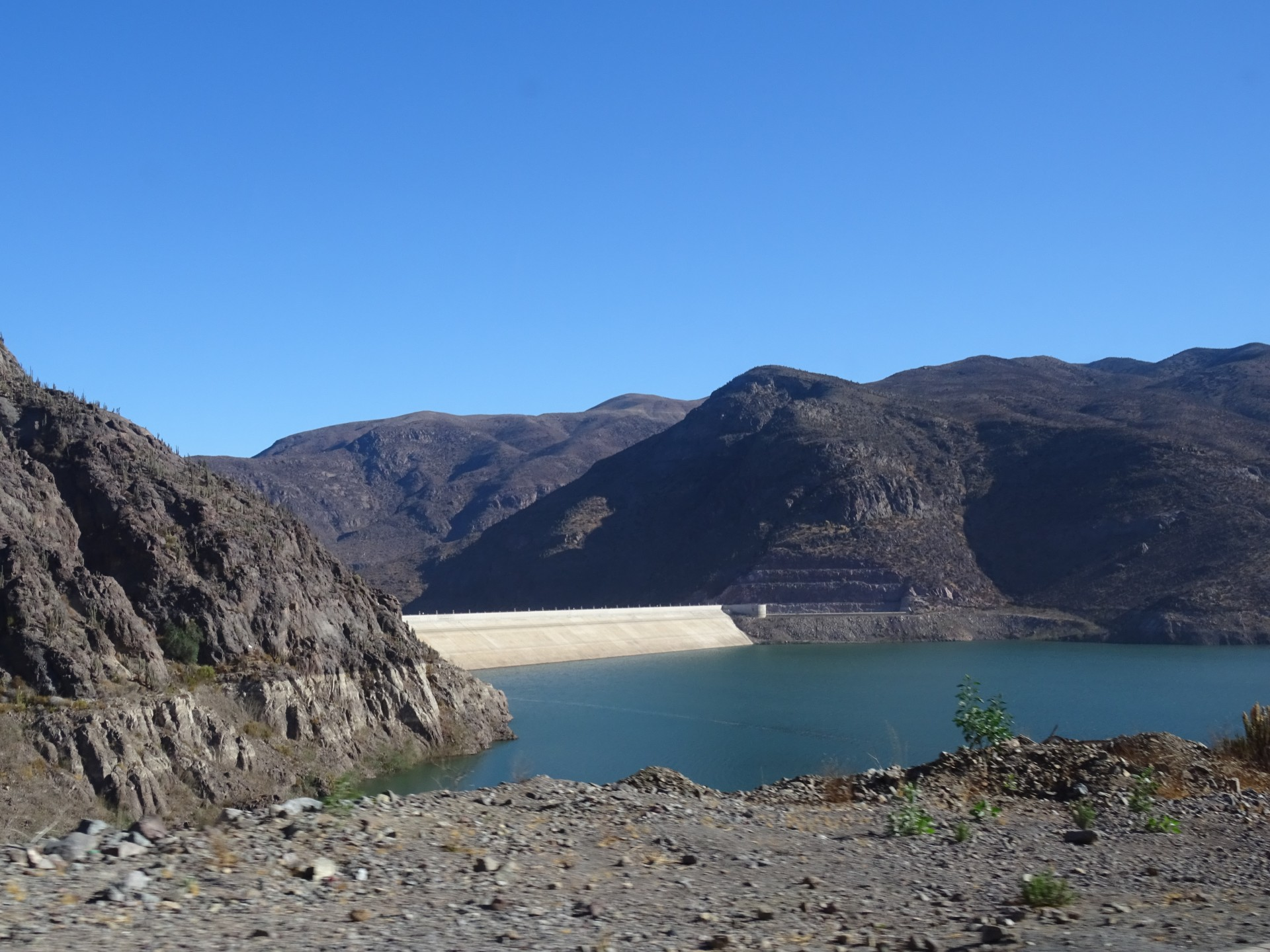 A dam on the way to Pisco Elqui.